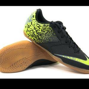 Nike Boys' Bombax Indoor Soccer Shoes